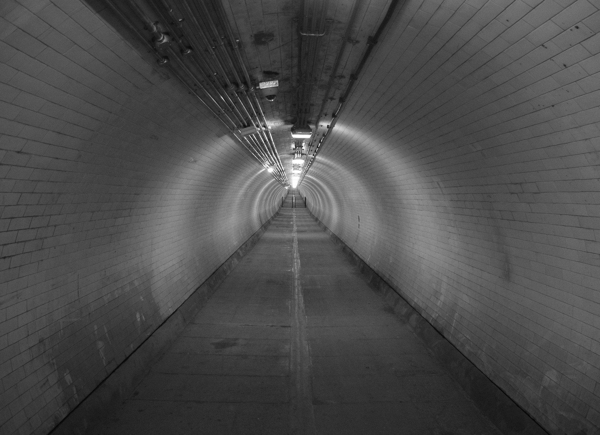 tunnel-746185_1920